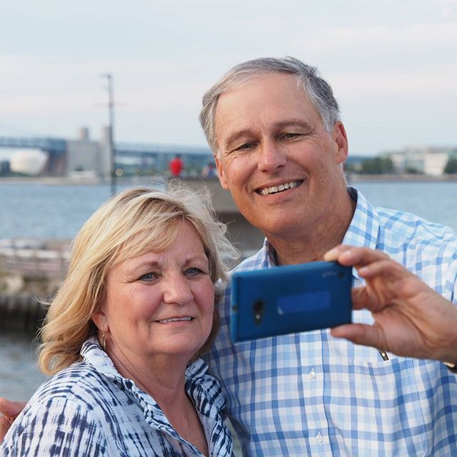 Governor Inslee and First Lady Trudi Inslee take a self-portrait at the Washington/Massachusetts joint welcome reception