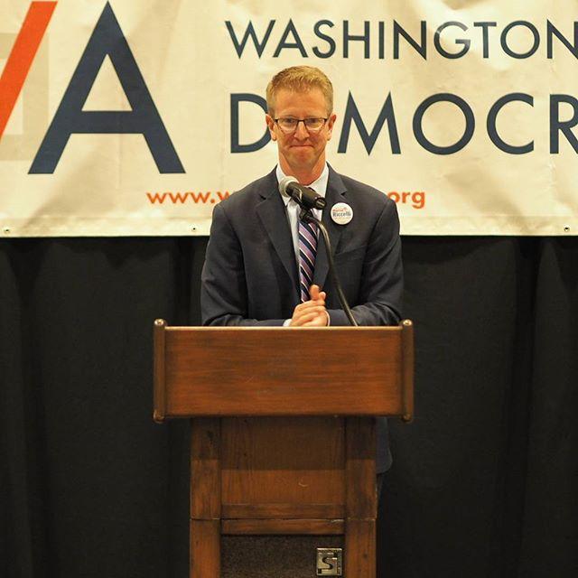 Congressman Derek Kilmer congratulates Maggie Award winners