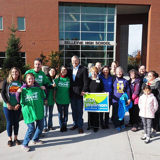 Governor Jay Inslee and Congresswoman Suzan DelBene commemorate the launch of a get out the vote event with Lisa Wellman and volunteers
