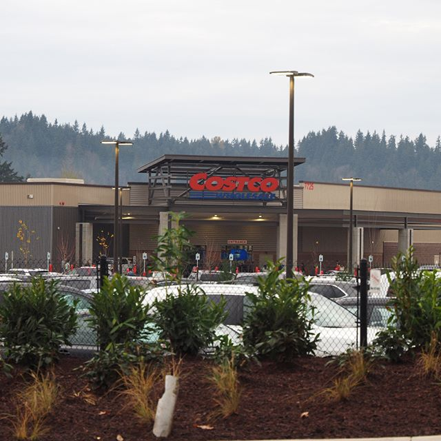 Packed from the moment it opened: Redmond now has its own Costco warehouse