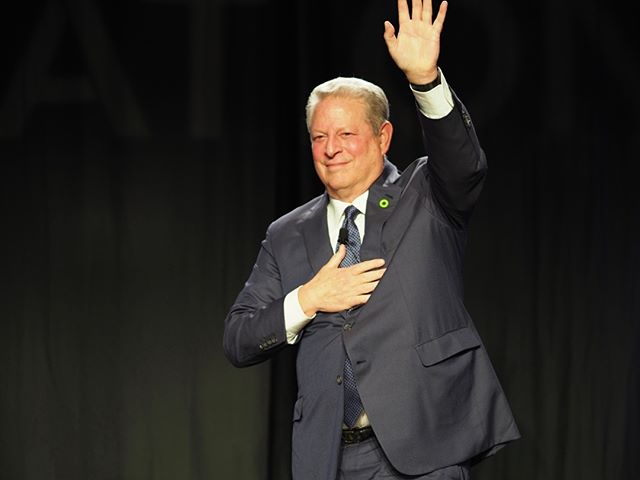 Scenes from Netroots Nation 2017: Al Gore receives a standing ovation and thanks attendees for their support #NN17