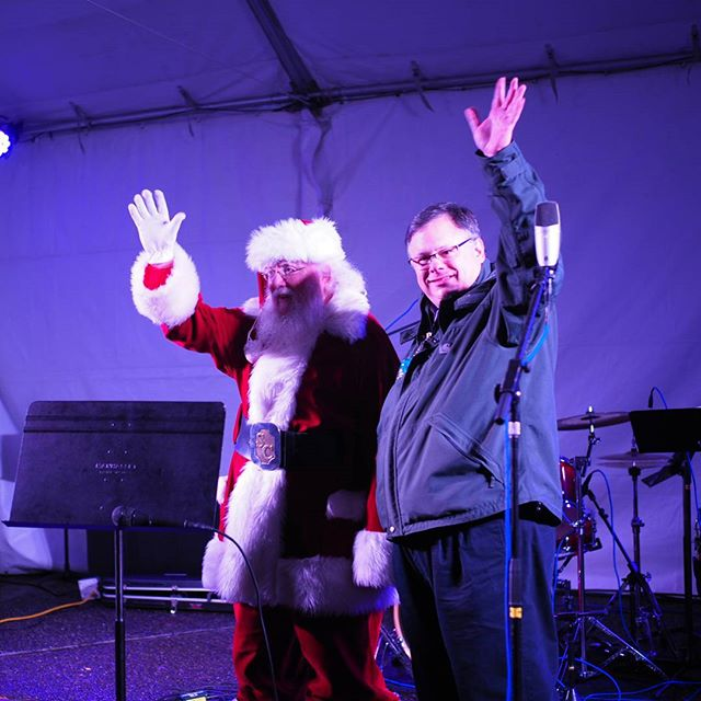 Scenes from RedmondLights 2017: Mayor John Marchione welcomes revelers to City Hall, accompanied by Santa Claus
