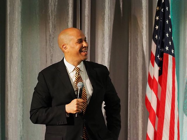 Cory Booker speaks at Patty Murray's 2018 Golden Tennis Shoe Awards
