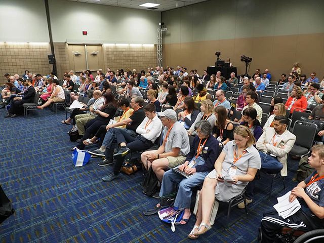 Scenes from #NN18: Attendees listen to Amanda Terkel's interview with Governor Jay Inslee