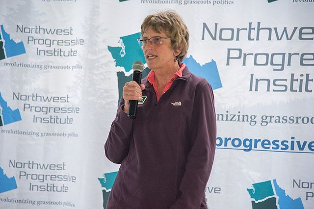 Scenes from NPI's Fifteenth Anniversary Picnic: Issaquah School Board Member Lisa Callan emphasizes the importance of sound data for making sound decisions (Photo: Lincoln Potter/Samaya LLC for NPI)