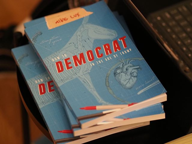 "Copies of ""How to Democrat in the Age of Trump"", a book by progressive strategist Mike Lux, await their new owners at an event co-hosted by NPI and Indivisible WA-08"