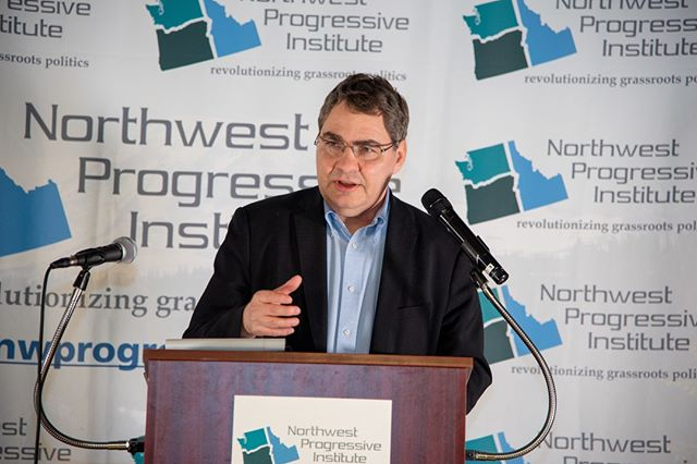 Scenes from NPI's 2019 Spring Gala: Author and strategist Mike Lux offers closing remarks (Photo: Lincoln Potter/Samaya LLC for NPI)
