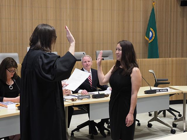 Bothell City Councilmember  Davina Duerr affirms the oath of office to become a Washington State Representative