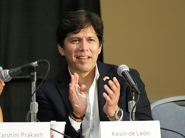 """Kevin de Leon applauds the work of the Sunrise Movement and climate justice organizing efforts around the world at the conclusion of """"Making the Green New Deal Real"""" #NN19"""