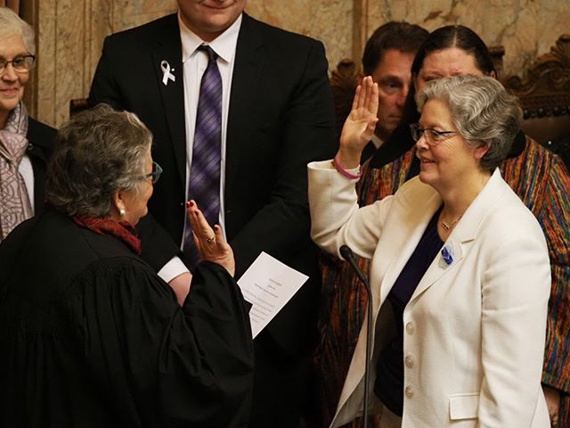 Laurie Jinkins takes the oath to become Washington's first female Speaker of the House of Representatives (Photo: Andrew Villeneuve/NPI)