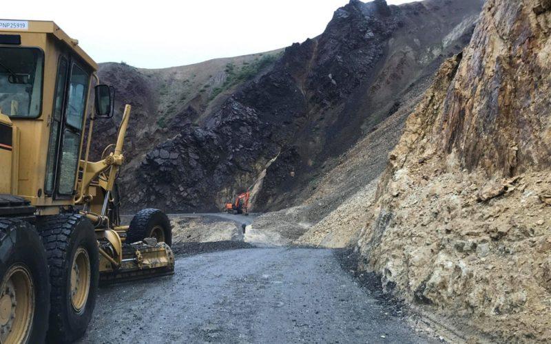 Road repairs at Pretty Rocks in Denali National Park
