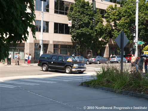 President Obama's motorcade rolls through Seattle