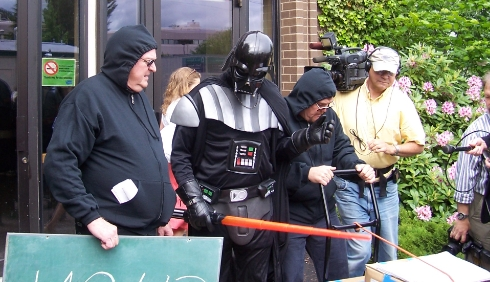 Eyman Dupes Media In Darth Vader Costume