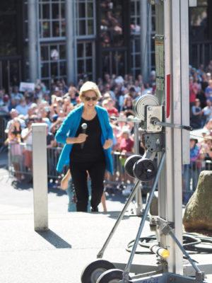 Elizabeth Warren jogs onstage