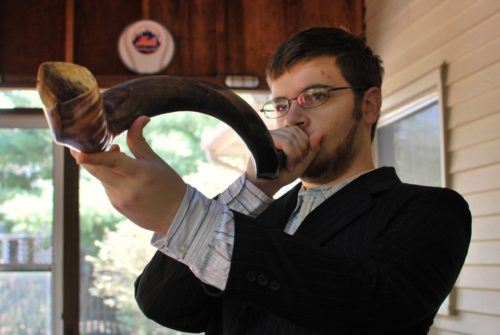slgckgc Blowing The Shofar on Rosh Hashanah