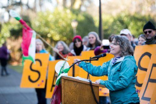 Beth Doglio addresses supporter (Photo: Beth Doglio @BethDoglio)